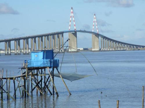 Une pêcherie près du pont de Saint nazaire